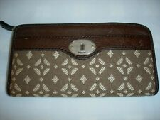 Women or Misses' Fossil Brown Leather Zip Around Clutch Wallet~VGC