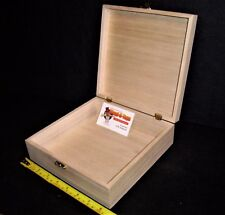 Wooden box with hinged lid 20.7 x 20.7 x 6.6 cm