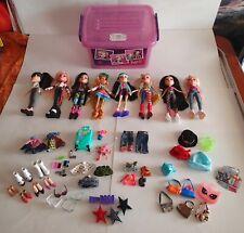 Bratz Doll Lot: (8) 2015 Dolls + Assortment clothes, shoes, & accessories + Tub