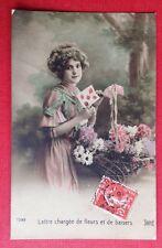 CPA. 1911. Jeune Fille.  Lettre Baisers. Fleurs. Robe. Coiffure.