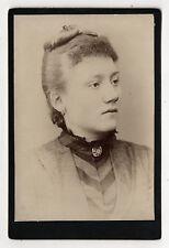 PHOTO - CABINET - Portrait Femme Bijou Coiffure - PLATIAU à Paris - Vers 1900