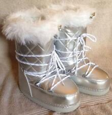 SILVER BOOTS GIRLS SIZE 11 WINTER SNOW BOOTS - BRAND NEW!