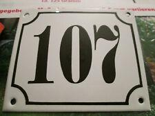 Hausnummer Emaille Nr. 107 schwarze Zahl auf weißem Hintergrund 12 cm x 10 cm