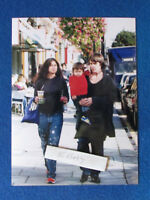 "Original Press Photo - 8""x6"" - The Stone Roses - Ian Brown & family - 2001 - A"