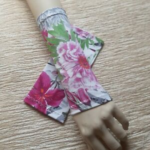 leichte Pulswärmer, Armstulpen, Jersey, gemustert, weiß/pink/grün/grau Blumen