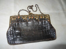 Ancienne minaudiére cuir bronze décor aux châtaignes perles pâte de verre