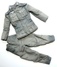 1/6 SCALE DRAGON GERMAN WWII - UNIFORM W/ BADGE WH - HEER