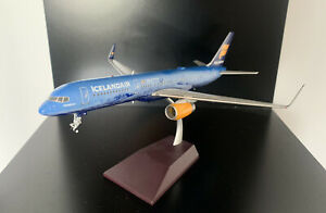 1:200 GeminiJets Icelandair Boeing die-cast aircraft model 757-200 TF-FIR