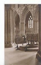 Staffordshire Postcard - Across The Nave - Lichfield    ZZ3262
