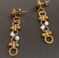 LOVELY VINTAGE 80S GOLD & PEARL DETAIL DANGLE EARRINGS
