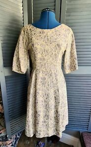 Pretty Vintage 1960s Dress, Floral, Fitted, Size 8-10