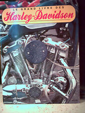 Shaun Barrington. LE GRAND LIVRE DES HARLEY-DAVIDSON  ( motos )