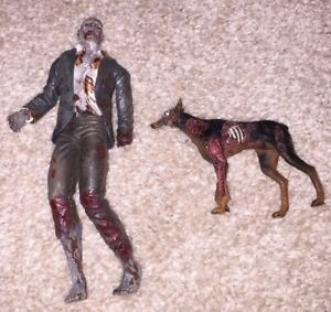 READ Zombie With Cerberus Dog Resident Evil Remake 10th Anniversary NECA Figure