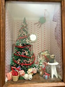 Vintage Wood Box Room Box Diorama Xmas Tree w Presents Hearts Wall Paper 9.5""
