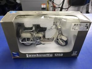 NewRay Lambretta 125D.   Off White 1:12 Die-Cast Model N.O.S