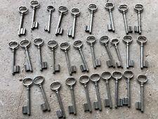 n° 23  Lot 30 clés anciennes de porte serrure clef / déco Clef table de mariage