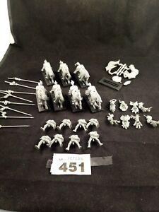 (AB451)  Warhammer Bretonnian mounted Knights X 8 unpainted and unassembled