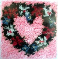 "CARON  LATCH HOOK RUG/PILLOW MAKING KIT ""HEART WREATH"""