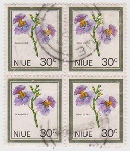 (N46) 1969 Niue 30c multicolour flowers 4 block ow150