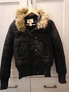 Winterjacke Levis schwarz mit abnehmbarem Fellkragen XS (kaum getragen)