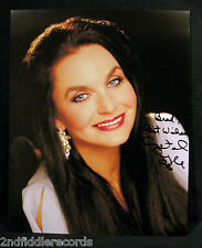 CRYSTAL GAYLE-Autographed 8 x 10 Photograph-Country Music Lrgend & Star-COA