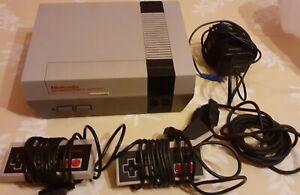 CONSOLE NINTENDO NES avec 2 manettes et cables officiels- NESE-001 (FRA)  1985