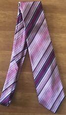 Cravatta ETRO in seta rosa con righe viola e azzurre. Perfetta.