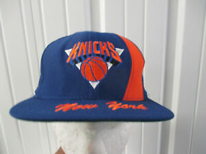 VINTAGE NUTMEG NEW YORK KNICKS LOGO SEWN SNAPBACK BLUE CAP HAT 90s PREOWNED