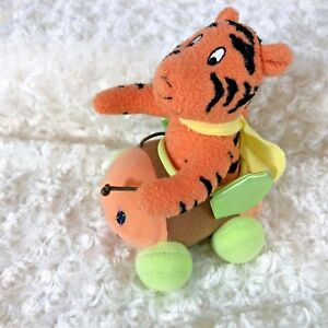 Fisher Price J8527 Winnie the Pooh Bumble Along Tigger in Car Shakes pull tail