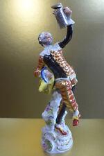 Meissen Figur *Harlekin mit Deckelkanne* 1.W. Form 64551 Commedia ital. Komödie