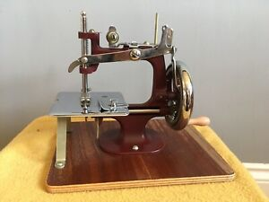 Small Hand-operated Sewing Machine
