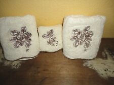 WAVERLY CREAM & BROWN EMBROIDERED FLORAL (3PC) FINGERTIP & HAND TOWEL SET