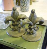 Antiqued Set of 2 Fleur De Lis Heavy Cast Iron Bookends