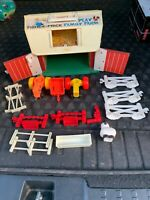 Vintage Fisher Price Little People Play Family Farm Barn #915
