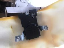 AUDI A3 MK2 8P 8P4 2004-2012 RADIO SIGNAL ANTENNA AMPLIFIER BOOSTER 8P4035225D