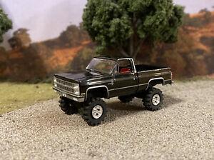 1982 Chevy Silverado K10 4x4 Truck Lifted 1/64 Diecast Custom Square Body