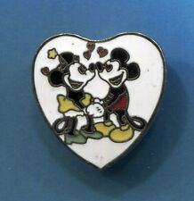 Disneyland Pin Mickey Mouse & Minnie Mouse Love with Hearts 💕 VALENTINES 💕