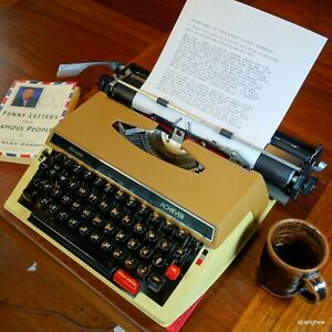 1977 Sears Achiever portable typewriter, built by Brother. Working beautifully.