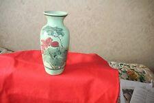 Arcilla verde esmaltado florero con Flor motiffs