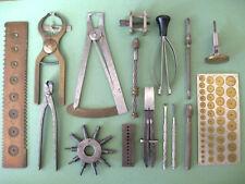 Una selección de herramientas vintage de un taller de relojero retirado.
