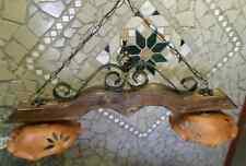Lampadario bilanciere rustico in ferro battuto e legno diffusori in terracotta