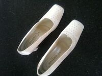Ladies Court Shoes With Diamante At Foot Area - UK Size 6