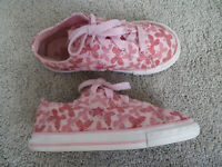 Converse one star little girl's pink butterfly shoes sneakers size 10