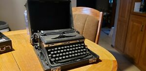 Vintage 1936-1938 Royal Deluxe Touch Control Portable Typewriter w/Case