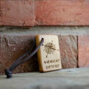 Holz Schlüsselanhänger mit Gravur Koordinaten personalisiert für DICH