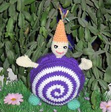 Lutin boule violet réalisé au crochet