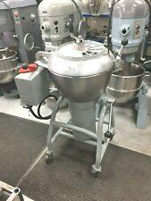 Mixer Vertical 40 Qt Hobart 220 Volts - 3 Phase - 20 Amps - 3 speeds/ Vcm - 40 E