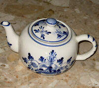 NOBEL HALL CERAMIC DUTCH DESIGN BLUE White WINDMILLS 2 Cup Teapot