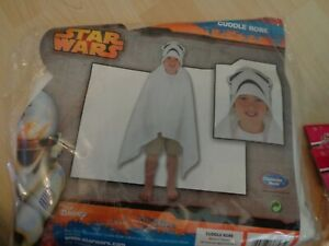 Star Wars cuddle robe NEW in pack great for bath time , swimming , holidays etc