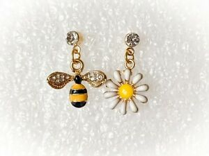 Mismatched Bee White Flower Gold Rhinestone DropbEarrings Party Woman Fashion